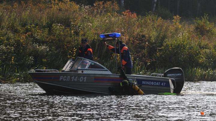 Водолазы нашли тело подростка, утонувшего в затопленном карьере в окрестностях Екатеринбурга