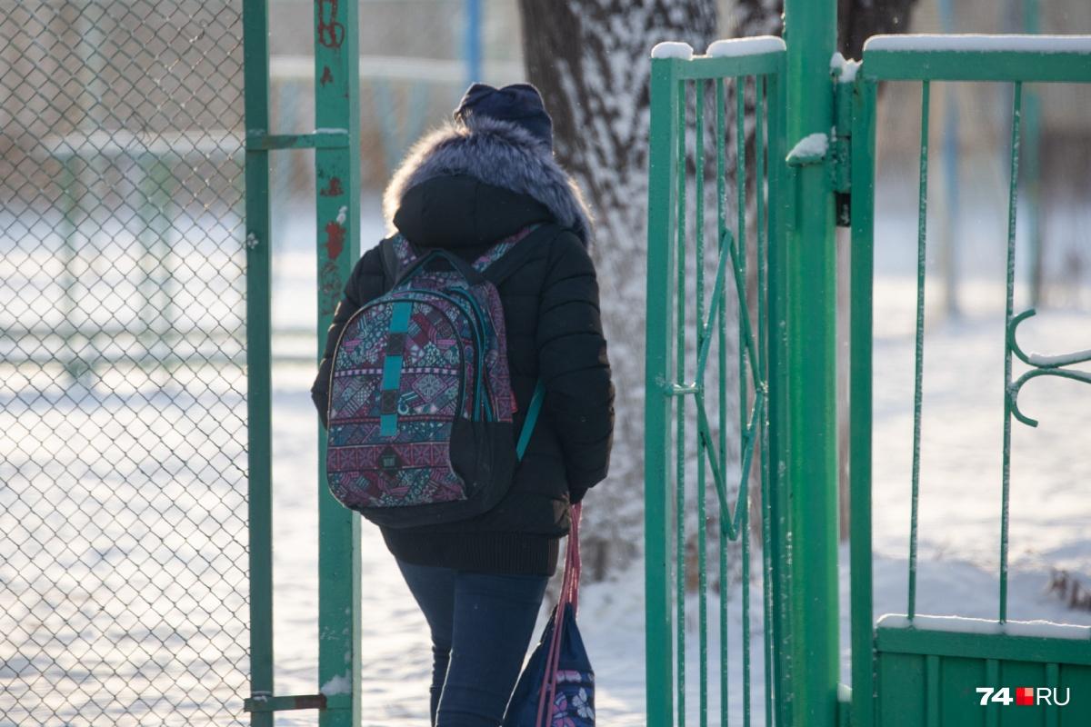 Сегодня мороз не устроил школьникам Челябинска каникулы. Учатся все