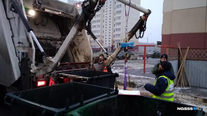 В Омске начали замерять мусор для нового норматива — мы посмотрели, как это делается