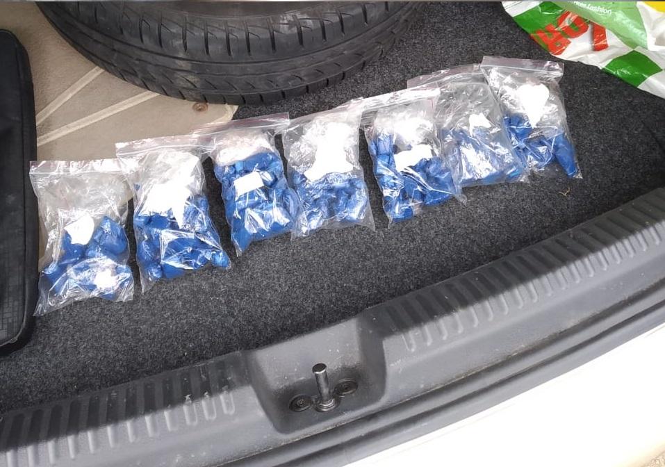 В своём автомобиле задержанный наркотики особо не прятал