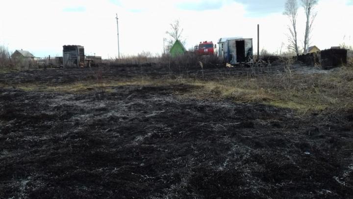 Дачник поджёг траву и попал в больницу с отравлением угарным газом