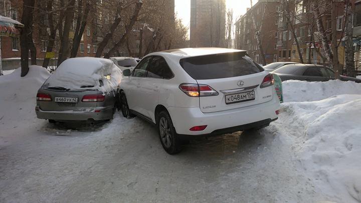 «Я паркуюсь как чудак»: Lexus RX — паркуюсь и бью чужие машины