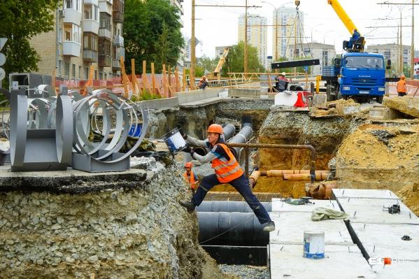 Работа у моста на Шевченко кипит, торопятся сделать все до сентября