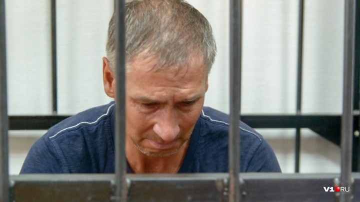 «Давайте хотя бы на месяц»: в Волгограде директора лодочной станции до зимы оставили под арестом