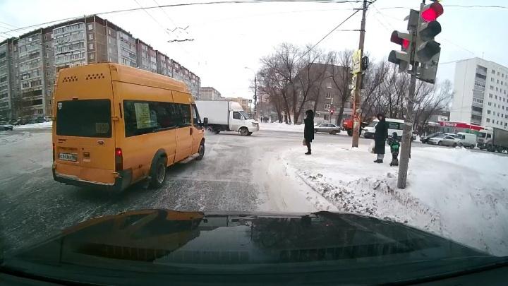 Шайтан-«Богдан»:выписываем штрафы дерзким водителям маршруток вместе с инспектором ГИБДД
