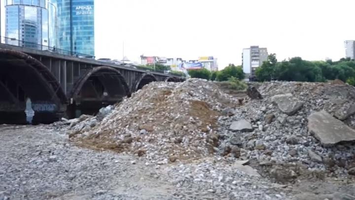 Осушили реку, изменили схему движения и разбудили горожан: Макаровский мост начали реконструировать