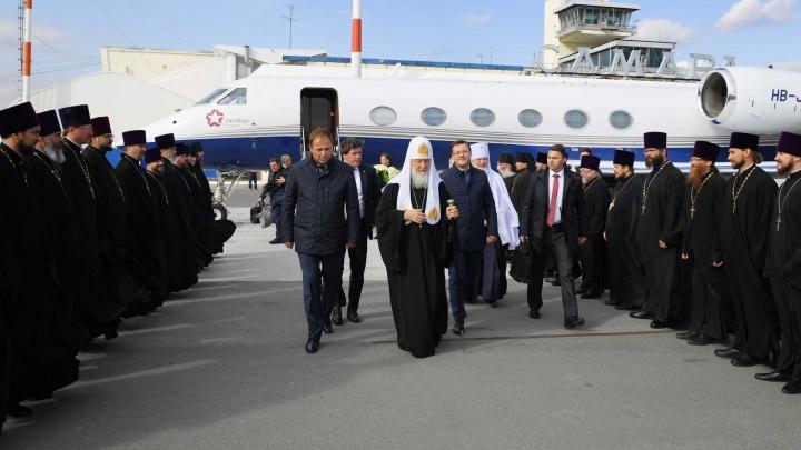 В черных рясах в ряд: в Самарскую область прибыл Патриарх всея Руси Кирилл