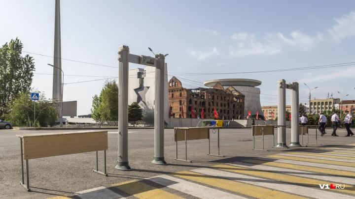Перекрытые дороги, провалы на тротуарах, школьные парты и заборы: Волгоград встретил утро Победы