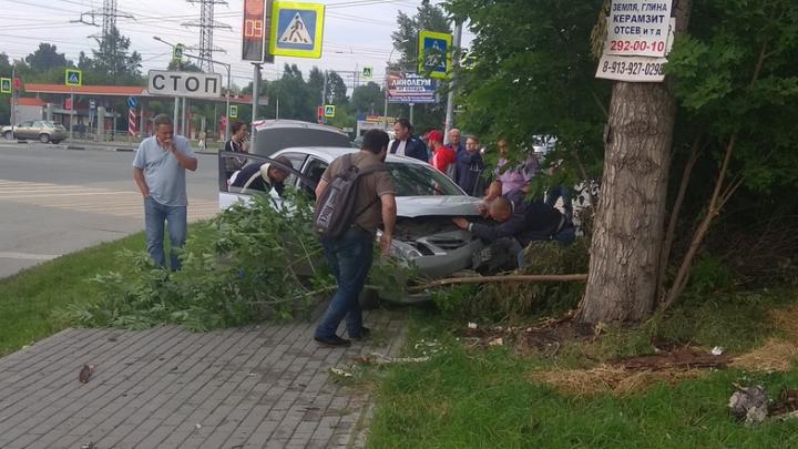 Пассажир «Тойоты» погиб в аварии на Красном проспекте