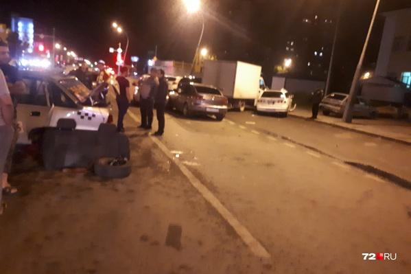 На некоторое время участники аварии перегородили проезд в сторону студгородка