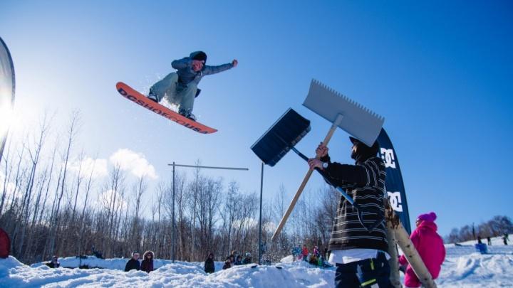 Северяне готовятся к снежной битве, лыжи и сноуборд — главное оружие