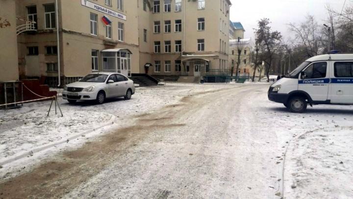 «Главное — чтобы паника не началась, а то начнут все дружно рожать»: в Омске эвакуировали роддом