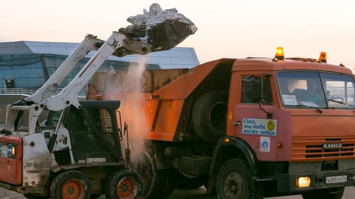 Мэр показал, как будут чистить дороги Красноярска в плюсовые температуры