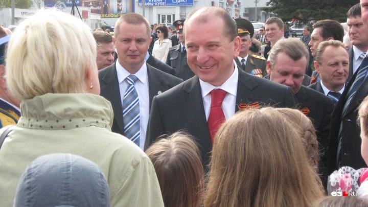 Самарские власти решили наградить экс-губернатора Артякова почетным знаком и деньгами