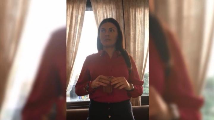 Донская прокуратура начала проверку из-за видео с сотрудницей ведомства, обмывающей чин