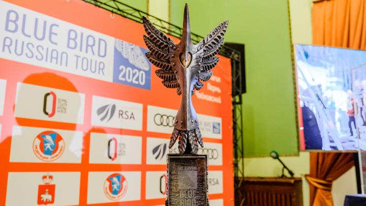 Синяя птица и хрустальный глобус: в Перми представили Кубок мира по прыжкам с трамплина и его трофеи