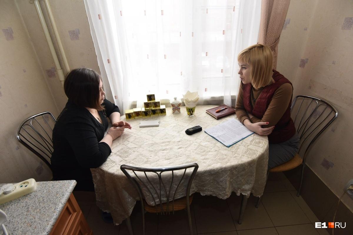 Большую часть своего пребывания в больнице Юлия не помнит, поэтому рассказывает со слов мамы, которая все это время дежурила около кровати дочери