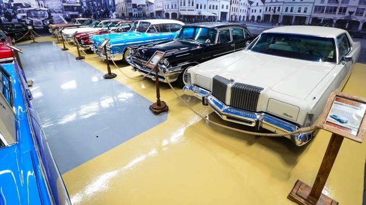 На таких ездил Элвис Пресли и американские гангстеры: экскурсия по автомобильному музею в Екатеринбурге