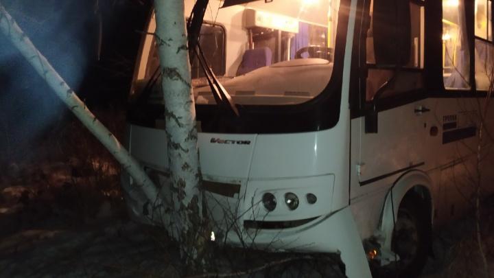 «Я рад, что мы остались живы». Пассажир автобуса, разбившегося под Ялуторовском, рассказал о ДТП