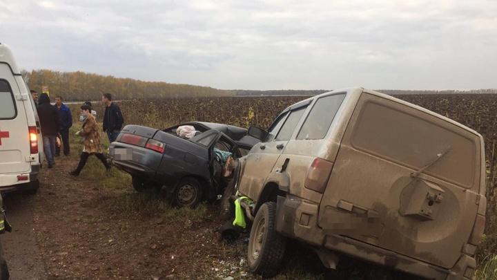 Лоб в лоб: на трассе в Башкирии столкнулись отечественные джип и легковушка
