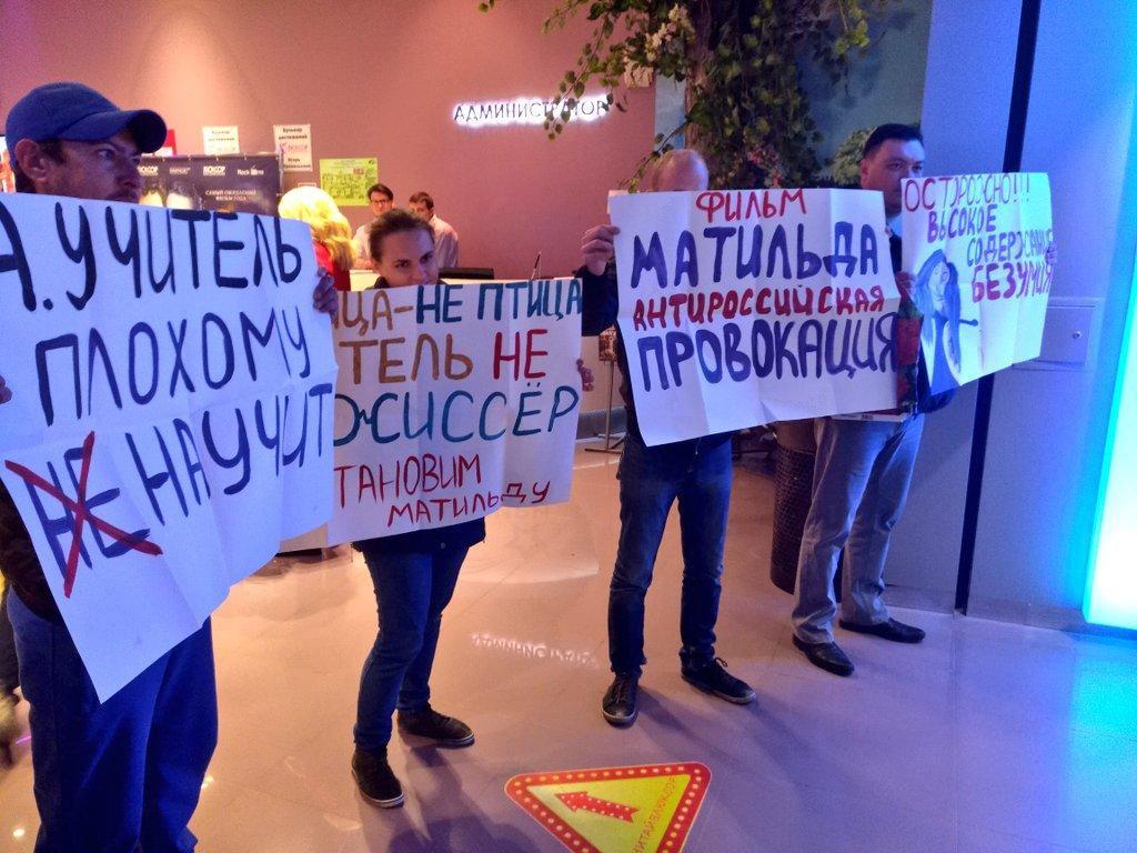 Активисты с плакатами простояли всего 5 минут