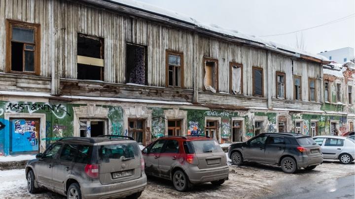 Городские власти продадут сгоревший дом на Пермской. Покупатель должен будет восстановить здание