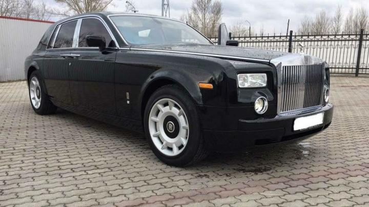 Омич выставил на продажу Rolls-Royce Phantom по цене семи «однушек»