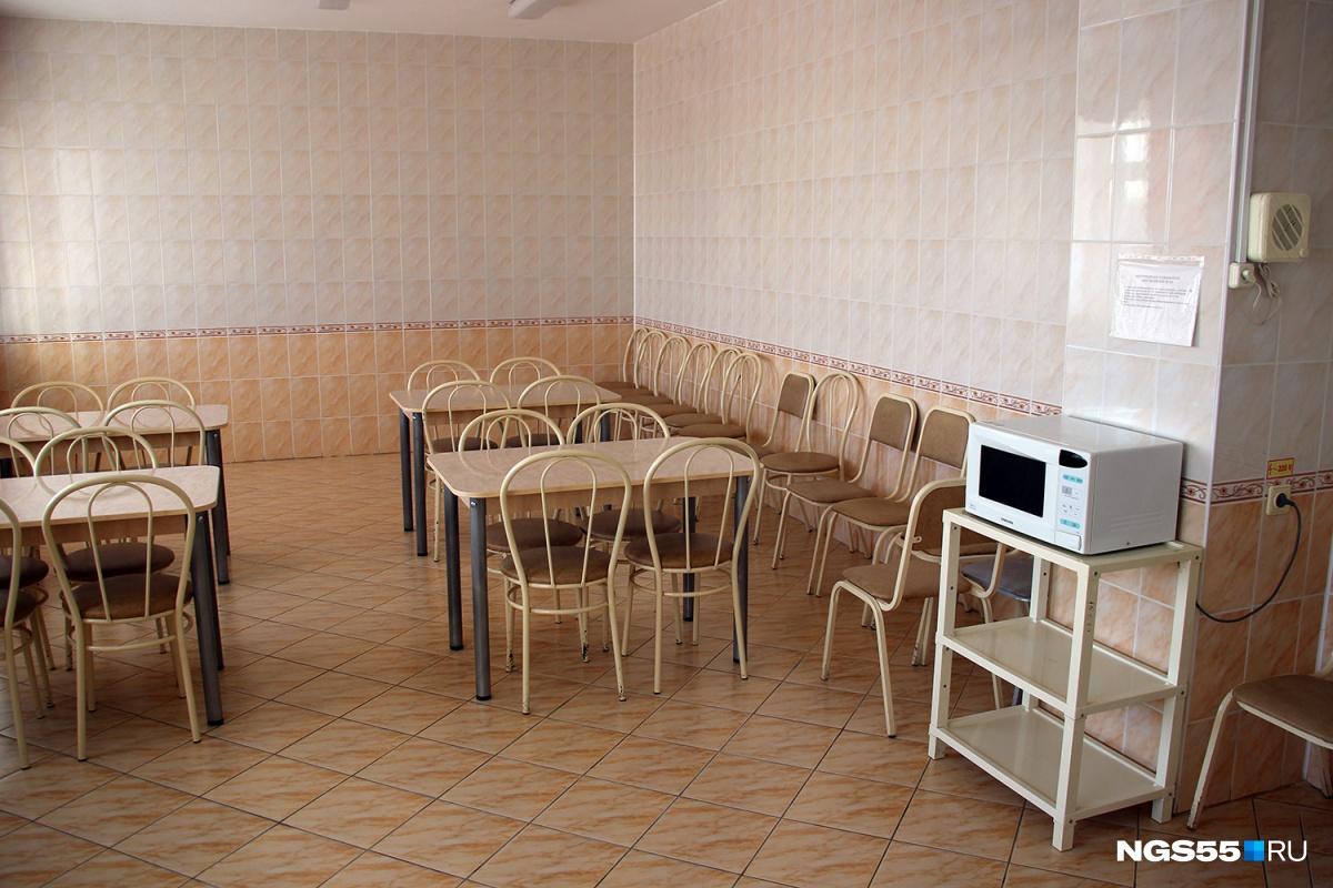 Спортзал для беременных, иконы и розовые кровати: заглядываем в омский роддом № 1