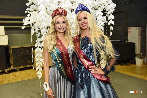 Слева — новая мисс Великая Русь, справа — миссис Великая Русь