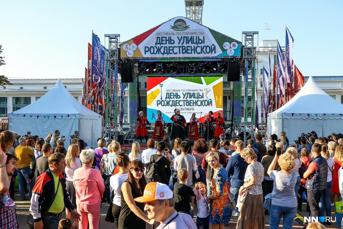 Восьмой раз «День улицы Рождественской» прошёл в Нижнем Новгороде: смотрим на лица фестиваля