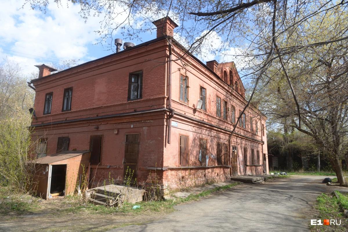 Олег Букин считает, что у здания есть историческая и архитектурная ценность