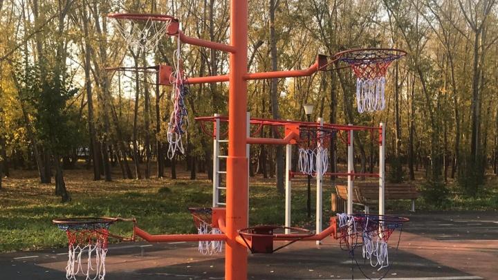 Вандалы разгромили обновленный парк «Кировский»