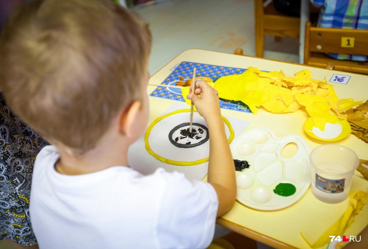 На дому обучаются почти три тысячи детей-инвалидов