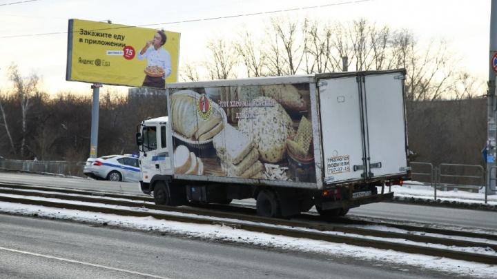 Перевозчик оплатит лечение женщины, сбитой хлебным фургоном в Челябинске