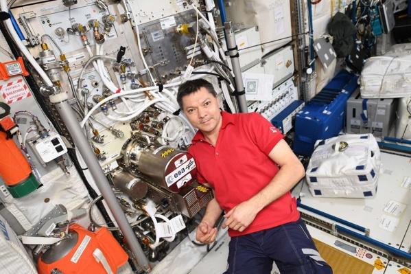 Олег Кононенко проводит на станции большое количество исследований и экспериментов
