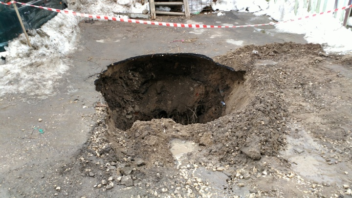 Есть пострадавший: правоохранители приступили к расследованию провала «Калины» под землю в Самаре