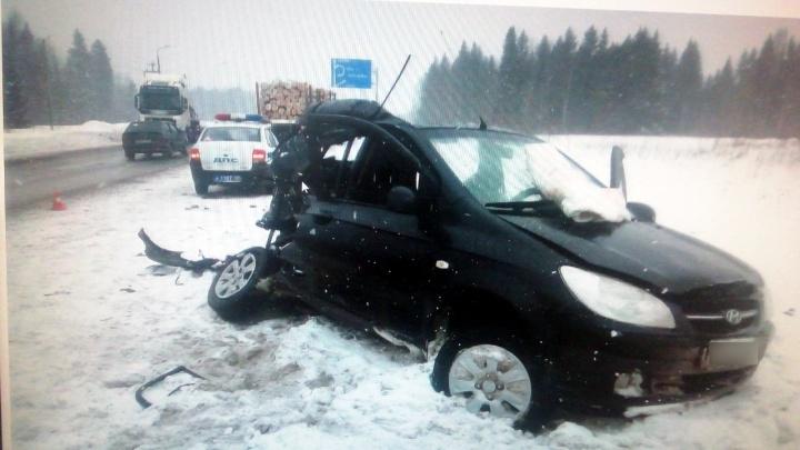 На трассе Пермь — Екатеринбург в ДТП с КАМАЗом погиб пассажир Hyundai Getz