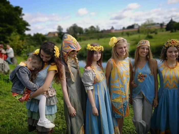 Коллекция екатеринбурженки Любови Новоселовой на моделях