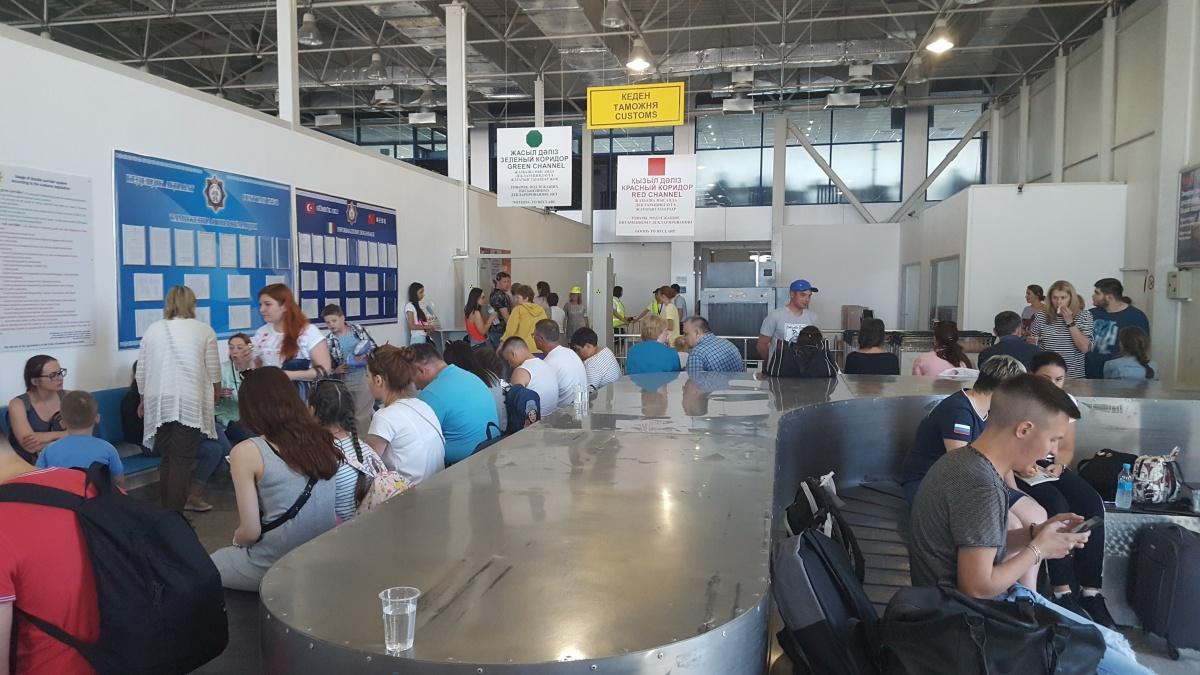 Ваэропорту Атырау из-за отказа мотора экстренно сел самолет