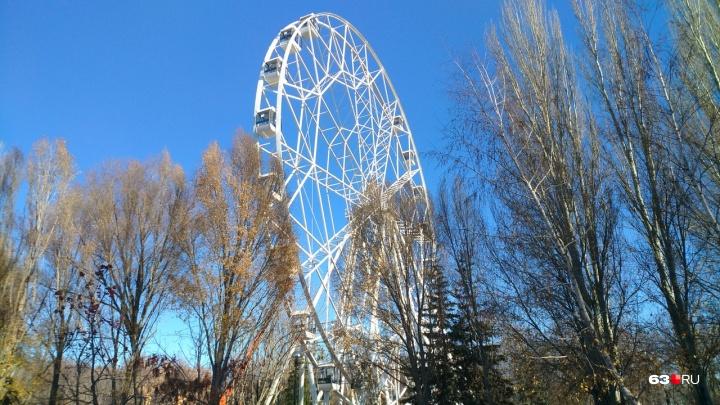 «Скрипит, но крутится»: колесо обозрения в парке Гагарина протестировали в мороз