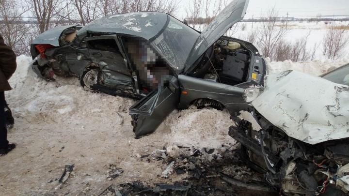 «Приору» размозжило о сугроб: на трассе под Самарой произошло смертельное ДТП