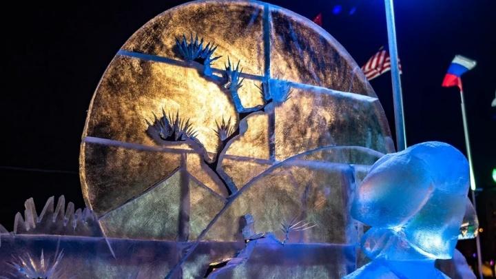 По выставке ледовой скульптуры у Театра-Театра впервые стали водить экскурсии