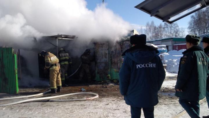 В пожаре в вагоне-бытовке под Тюменью пострадал 5-летний мальчик