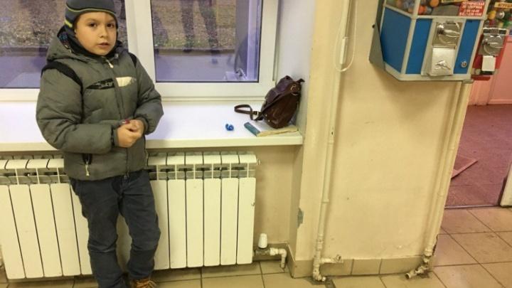 В детской поликлинике Уфы пациентов заставляли покупать бахилы