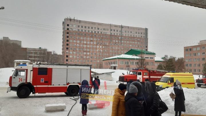 Из роддома на левом берегу из-за пожара эвакуировали 50 человек