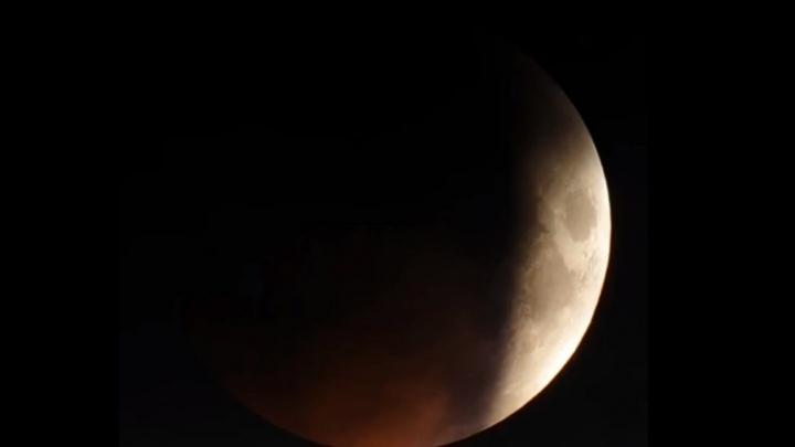 Обсерватория НГУ сделала таймлапс самого длительного лунного затмения XXI века (видео)