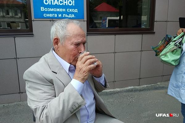 У 82-летнего Фатхуллы Исхакова на суде подскочило давление