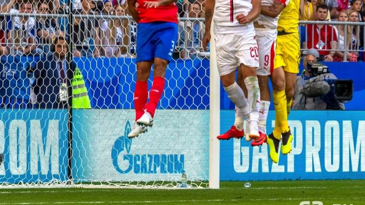 Поцелуи с мячом, па на кончиках пальцев и стриптиз: самые яркие моменты матча Коста-Рика — Сербия