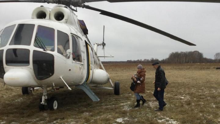 Двухлетнего мальчика с ожогами доставили в больницу на вертолете