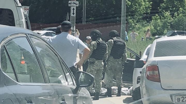 Маски-шоу в элитном районе: спецоперация полицейских парализовала Шестую просеку